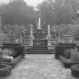 Charles A. Platt's Italian garden photographs