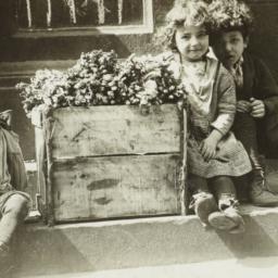 Children with Asparagus