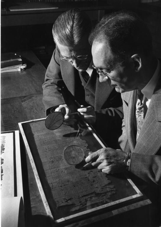 examining-papyrus